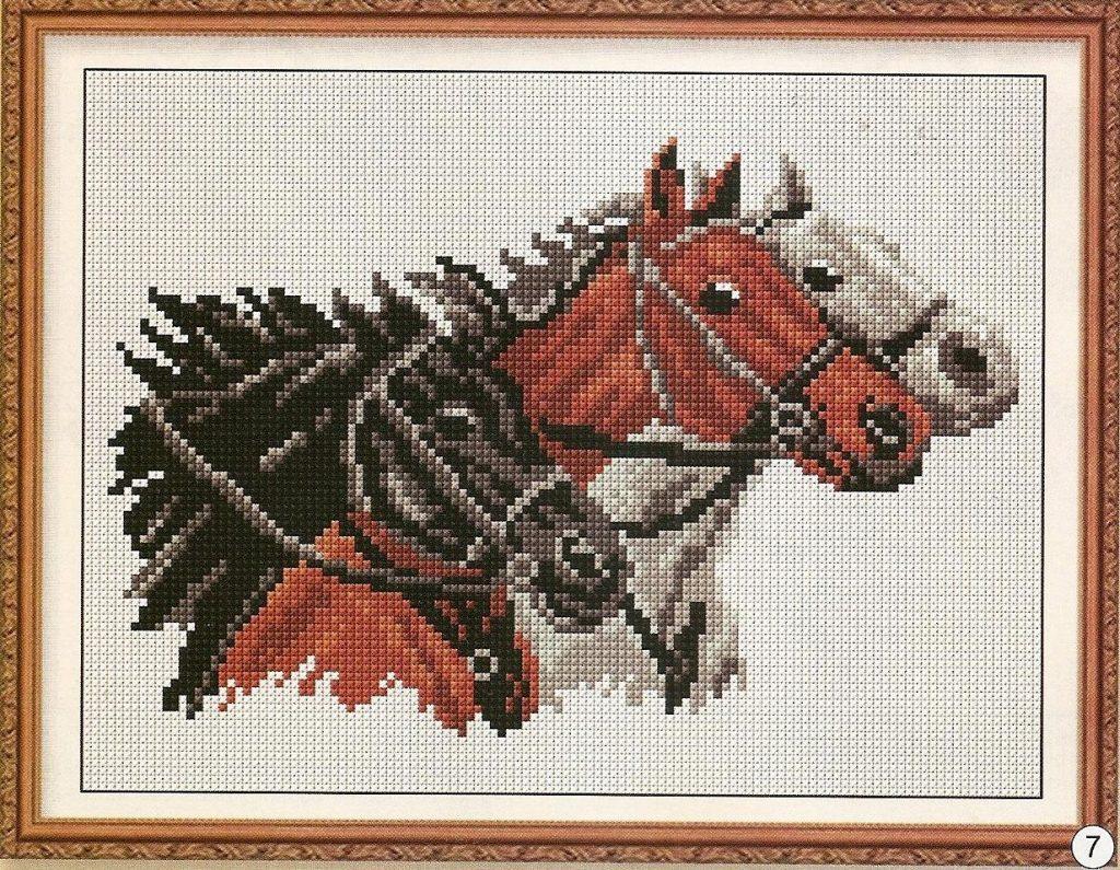 caballos bordados en punto de cruz